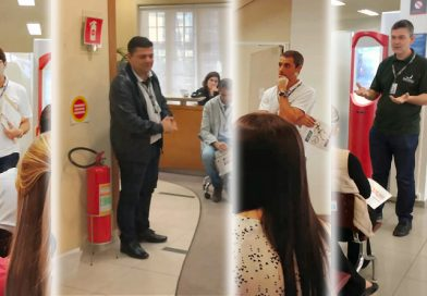 Bancários em reunião nas agências do Bradesco e Itaú